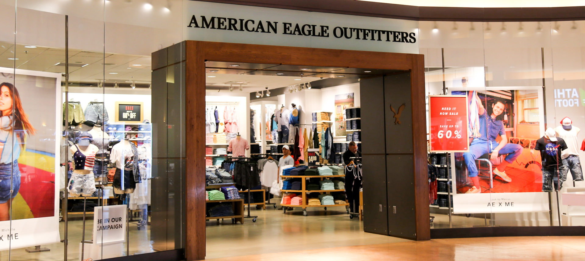 American Eagle expects brighter sales this holiday season